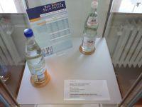 4_Vitrine26_oben_b_Mineralwasser_KB