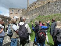 Münzenberg20_Eindrucksvolle_innere_Schildmauer_mit_Basaltsäulen_und_Buckelquadern_WO